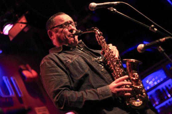 El saxofonista Gilad Atzmon combina sus ensayos sobre Oriente Medio con el escenario de la sala Bogui Jazz.