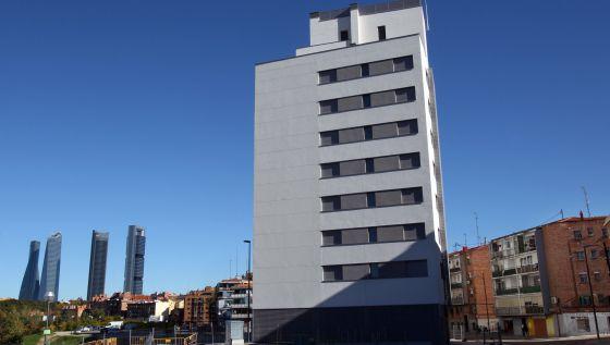 Edificio en el Paseo de la Dirección. Tiene 114 viviendas y ha sido entregado por Dragados al Ayuntamiento de Madrid