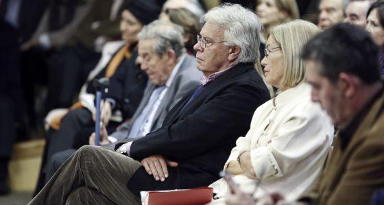 Felipe González, con Natalia Rodríguez Salmones y Francisco Rubio Llorente.