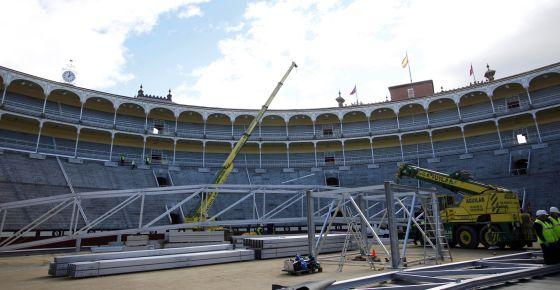 Montaje de las estructuras que sostendrán la cubierta.