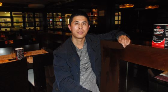 Fernando Zhou en uno de los restaurantes que posee en Valencia.