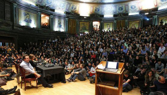 Asamblea de médicos en el Colegio de Médicos de Madrid.