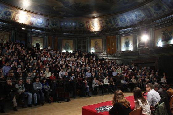 Los portavoces de la Asociación de Facultativos Especialistas de Madrid (Afem), durante la asamblea que ha celebrado hoy en el Colegio de Médicos de Madrid, sobre nuevas medidas contra la privatización la gestión sanitaria.