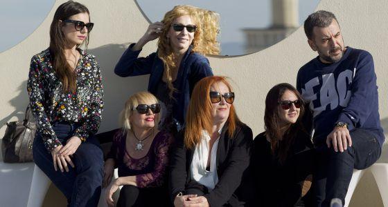 Los directores y las actrices de 'Lifting', tras la presentación de la obra.