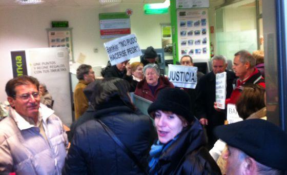 Una detenida en una concentraci n contra las preferentes for Telefono oficina bankia