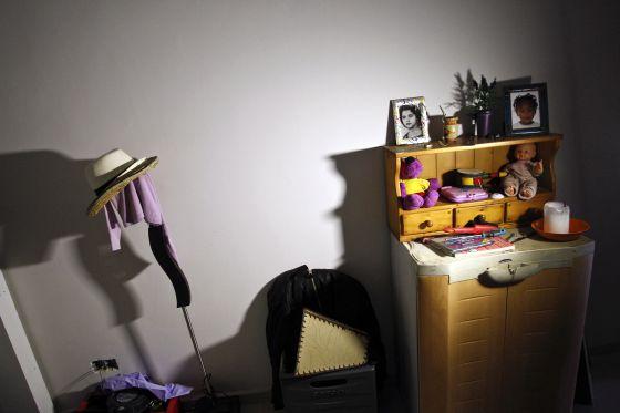 Objetos personales en una de las casas.