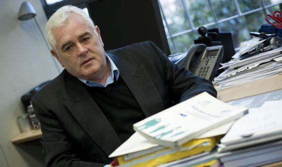 El catedrático de Mediciones y Evaluación Educativas Jesús Jornet en su despacho de la universidad