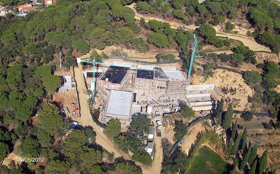 Vista aérea de la finca Can Juncadella, con las obras ilegales de la mansión en el centro.