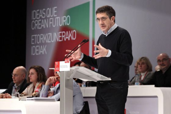 Patxi López en la apertura del congreso de los socialistas vascos.