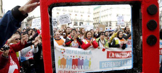 Trabajadores de Telemadrid, durante las protestas contra el ERE.