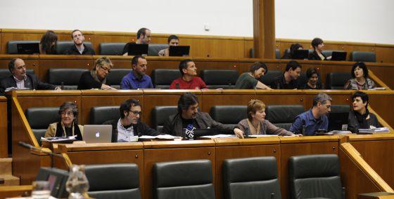 La bancada de EH Bildu en un pleno reciente del Parlamento.