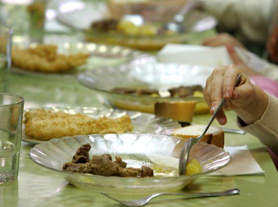 Las familias cargan contra la subida del iva en los comedores escolares catalu a el pa s - Comedores escolares barcelona ...