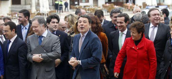 Reunión de Ignacio González con 111 alcaldes en Chinchón.