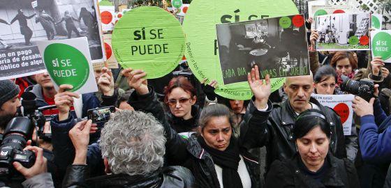 'Escrache' en la vivienda de Soraya Sáenz de Santamaría.