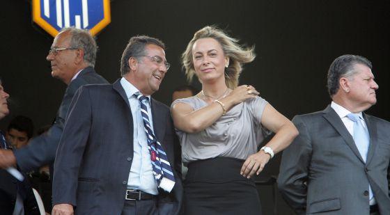 El empresario Enrique Ortiz y la entonces alcaldesa de Alicante en el palco del Rico Pérez en una imagen de archivo.