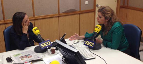 Pepa Bueno entrevista a la consejera de la Presidencia de la Junta de Andalucía, Susana Díaz, en los estudios de Radio Sevilla.