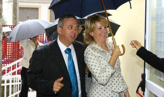 Jesús Manuel Ampuero y Esperanza Aguirre, en 2008.