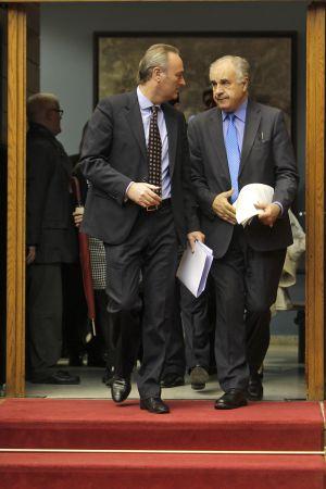 Alberto Fabra y Rafael Blasco, saliendo de las cortes valencianas.