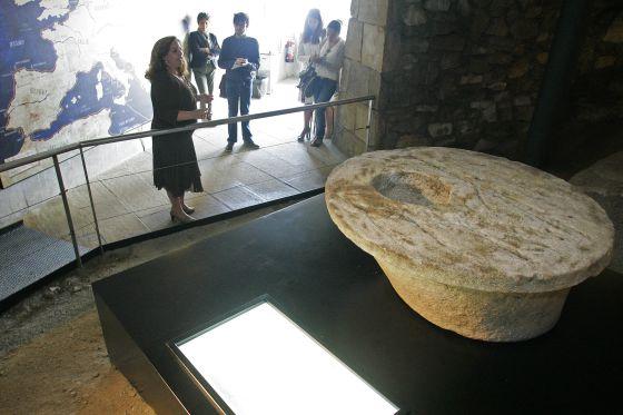 La pieza recuperada de la Torre de Hércules