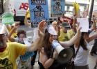 """Protesta ante Bankia en Valencia al grito de """"arbitraje, maquillaje"""""""
