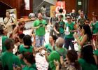 La PAH deja el encierro en el Banco Santander de paseo de Gràcia