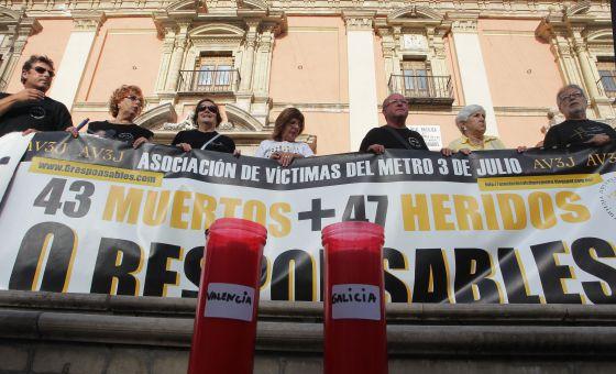 Recuerdo de las víctimas de Valencia y Santiago.