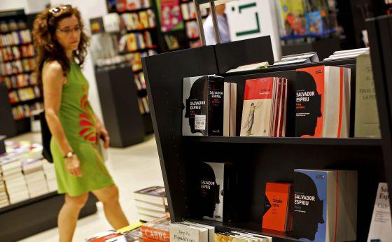 Espriu gana fieles catalu a el pa s - Casa del libro barcelona rambla catalunya ...