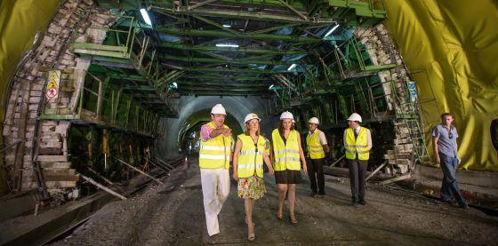 La ministra de Fomento, Ana Pastor, este jueves en un túnel de la A-7.
