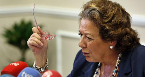 La alcaldesa de Valencia, Rita Barberá, en la comparencia posterior a la junta de gobierno local de ayer.