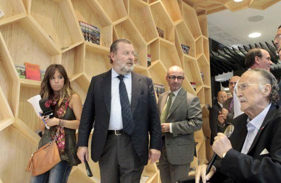 Azkuna inaugura la bilbainada de la oficina de turismo for Oficinas turismo bilbao
