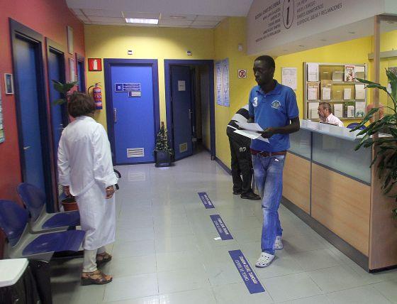 Salud asignará un médico a inmigrantes con menos de un año en el padrón