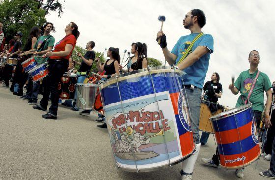 Protesta de músicos callejeros en el parque de El Retiro en abril de 2011.