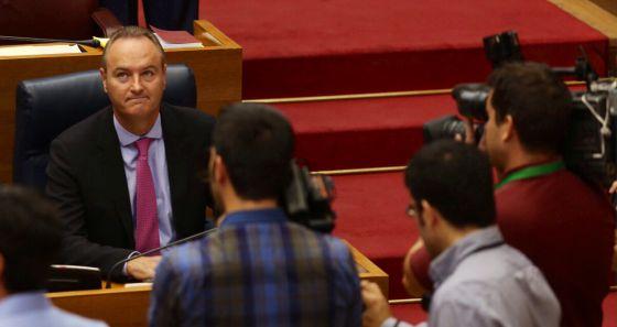 El presidente del Consell, Alberto Fabra, en la sesión de control de las Cortes.