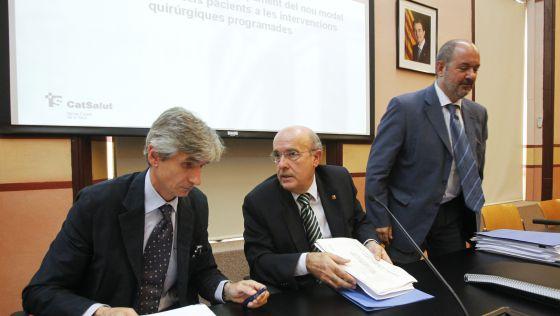 A la izquierda Josep M. Argimon, director de la AQuAS, el consejero de Salud, Boi Ruiz, y Josep María Pedrosa, director del CatSalut.