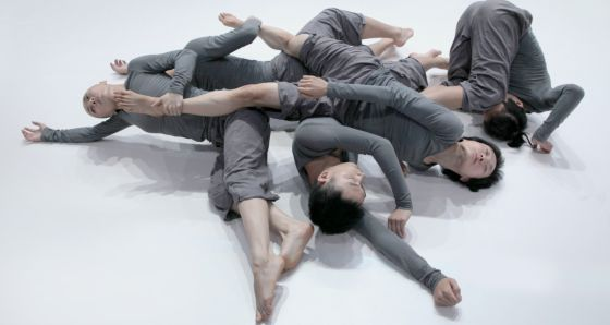 La compañía Tao Dance Theater representando la obra '5'.