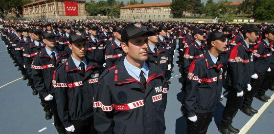 Entrega de despachos de los agentes de la X promoción de la Bescam en la Academia de Policía, en mayo de 2007.