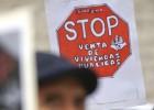 Protesta por la venta de los pisos de la EMVS a empresas privadas