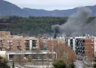 Un incendio en Sabadell obliga a rescatar a los vecinos en grúa