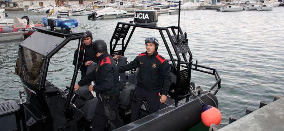 Equipo de rescate de los Mossos d'Esquadra en L'Estartit.