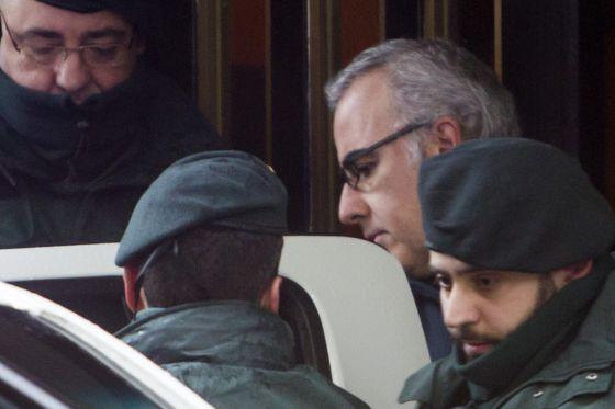 Alfonso Basterra en el registro de su casa