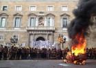 Los bomberos de Cataluña denuncian su precariedad en la calle
