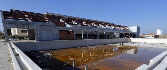 El polideportivo fantasma que cost 10 5 millones a for Piscina municipal navalcarnero