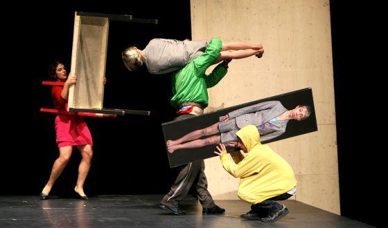 La obra 'Öper Öpis', de la compañía suiza Zimmerman & de Perrot, en Escena Contemporánea de 2010.