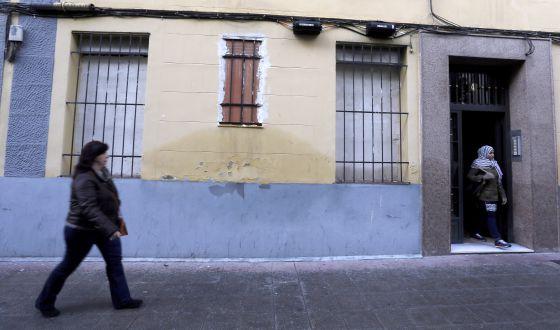 Uno de los edificios tapiados para evitar ocupaciones, en la calle Voluntarios de Macabebes, en el distrito de Arganzuela.
