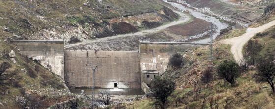 La presa de Robledo en el río Cofio será demolida en verano.