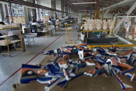 Planta de pintado de figuras de cerámica de la factoría