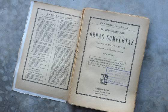 Uno de los tomos de Shakespeare de la colección Prometeo con el nombre del traductor.
