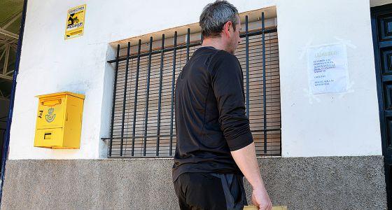 Reparto de cartas a pie de calle andaluc a el pa s for Oficina de correos huelva