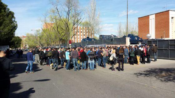 Protesta de policías esta tarde ante la sede de la UIP.