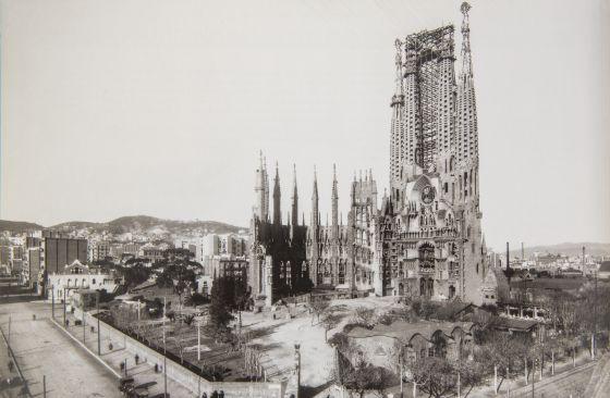 La sagrada familia sin papeles catalu a el pa s for Trabajos en barcelona sin papeles